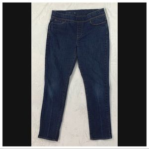 Levi's Pull on Skinny Jean